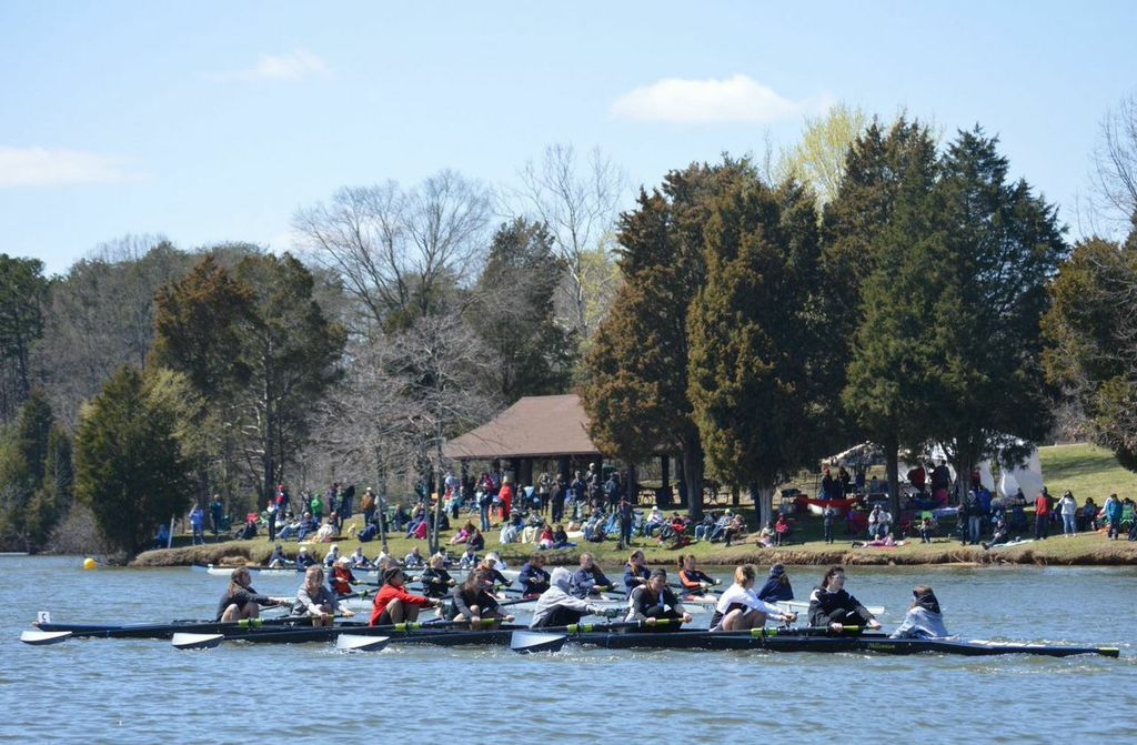 High Point's girls novice eight crew rows away from the field to victory. Photo credit Steve Eury.